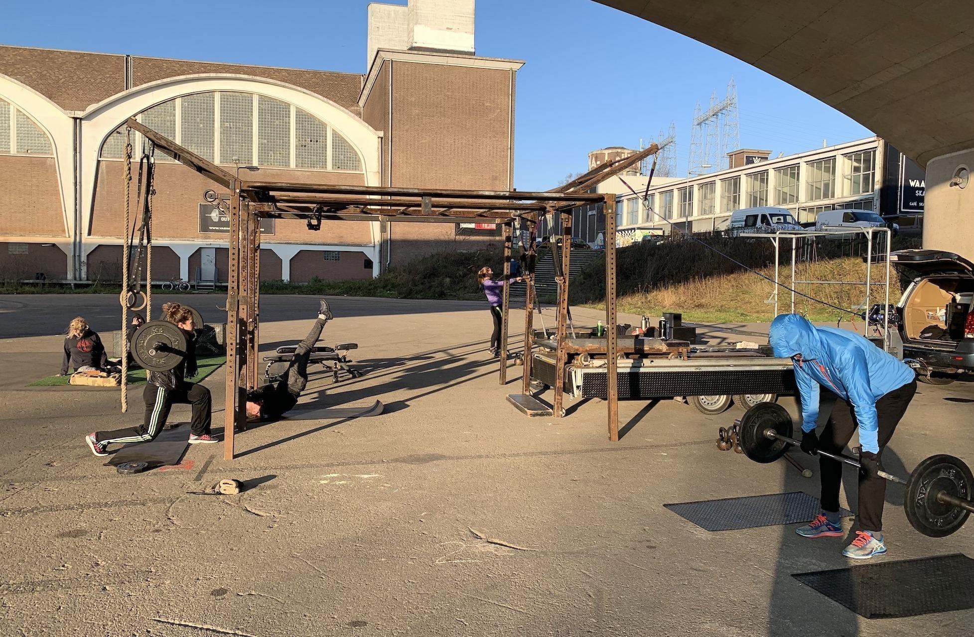 NYMA Outdoor Gym - De Sportschool in Nijmegen met sportende mensen